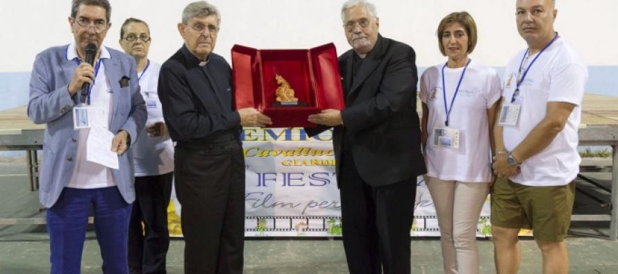 """GIARDINI NAXOS – Il Premio """"Cavalluccio Marino"""" a Papa Francesco, a Mons. Benigno Luigi Papa, al sindaco Renato Accorinti e al regista Daniele Luchetti"""