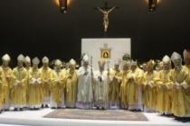 MESSINA – Il nuovo arcivescovo eletto, mons. Giovanni Accolla, consacrato vescovo a Siracusa nel Santuario della Madonna delle lacrime