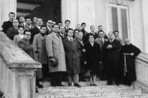 """1959 - Dirigenti diocesani in visita alle """"Piccole Sorelle dei Poveri"""" di Gazzi."""