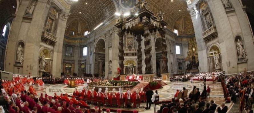 Il nostro arcivescovo riceve il pallio dal Santo Padre Francesco
