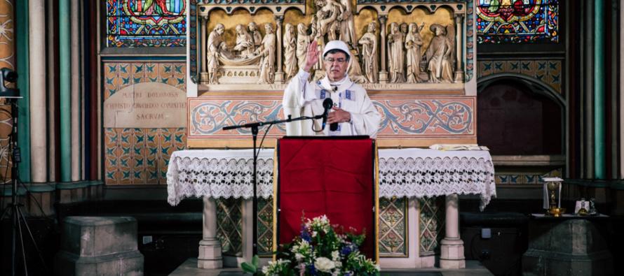 """Notre Dame, celebrata la prima Messa dopo l'incendio. Mons. Aupetit: """"Un segno che la cattedrale è sempre viva"""""""