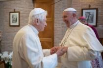"""Salute Papa Benedetto, smentite le allusioni sulla sua condizione mentale. Mons. Ganswein: """" Sta bene"""""""
