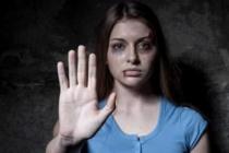 """Giornata violenza donne: """"Dissociazione tra sesso e amore"""". """"Carenza dedizione dell'uno all'altra e prevalenza amore egoistico"""""""