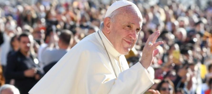 """Papa Francesco festeggia il 50° di ordinazione sacerdotale: """"Preferisco essere chiamato padre"""""""