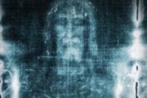 Sabato Santo davanti alla Sacra Sindone: speciale preghiera in diretta su social e Tv