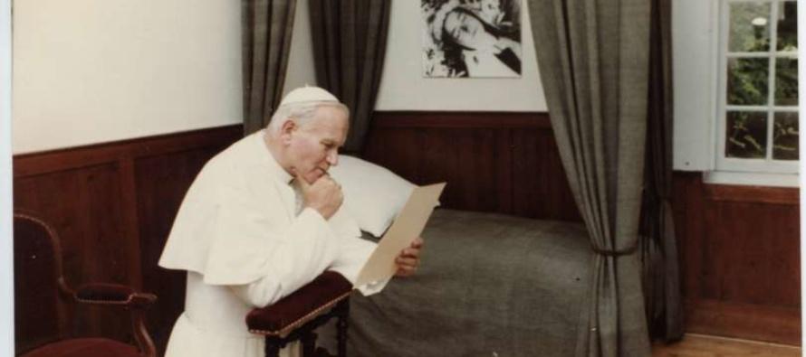 """50° Contemplative consacrate, Francesco: """"Siate donne della misericordia"""". Giovanni Paolo II e S. Teresa di Lisieux"""