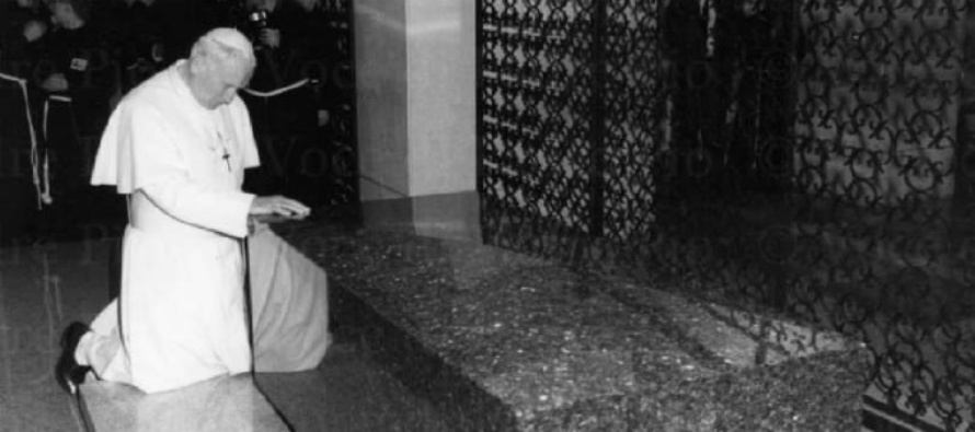 L'Anno di Giovanni Paolo II, l'incontro del grande Papa con Padre Pio in confessione