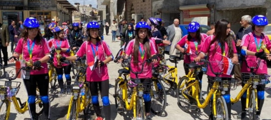 """Mosul (Iraq): donne in bici da protagoniste per """"riappropriarsi della città"""". """"Non più vittime dell'Isis"""""""""""