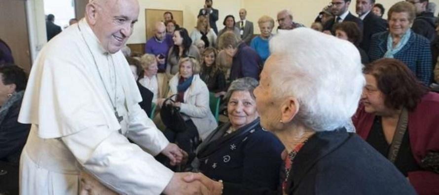 """Giornata dei nonni, Francesco: """"Custodiamo nell'amore i nonni che hanno nutrito la nostra vita"""""""