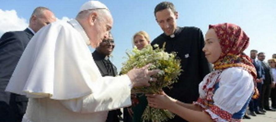 """Francesco, la Slovacchia è chiamata ad essere """"messaggio di pace nel cuore dell'Europa"""""""